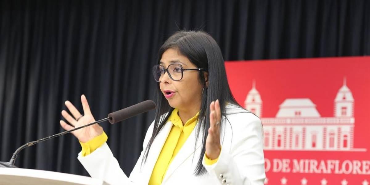 """El chavismo acusa a EU de """"darle una patada"""" al diálogo con bloqueo"""