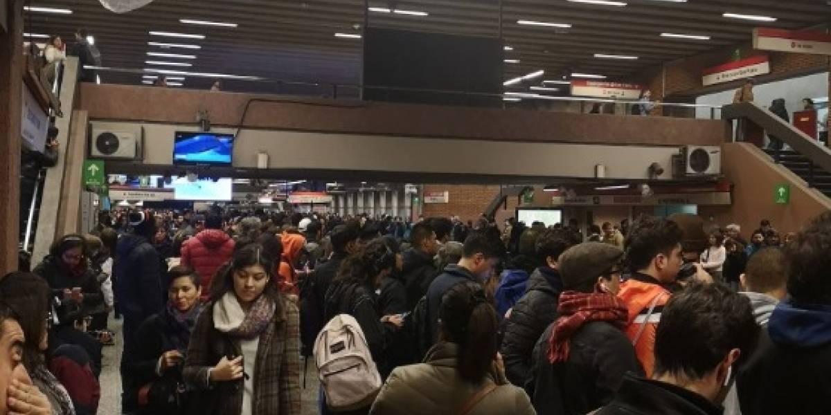 """Problemas en la Línea 1: usuarios reportan largos tiempos de espera y Metro señaló que la causa es de """"origen externo"""""""