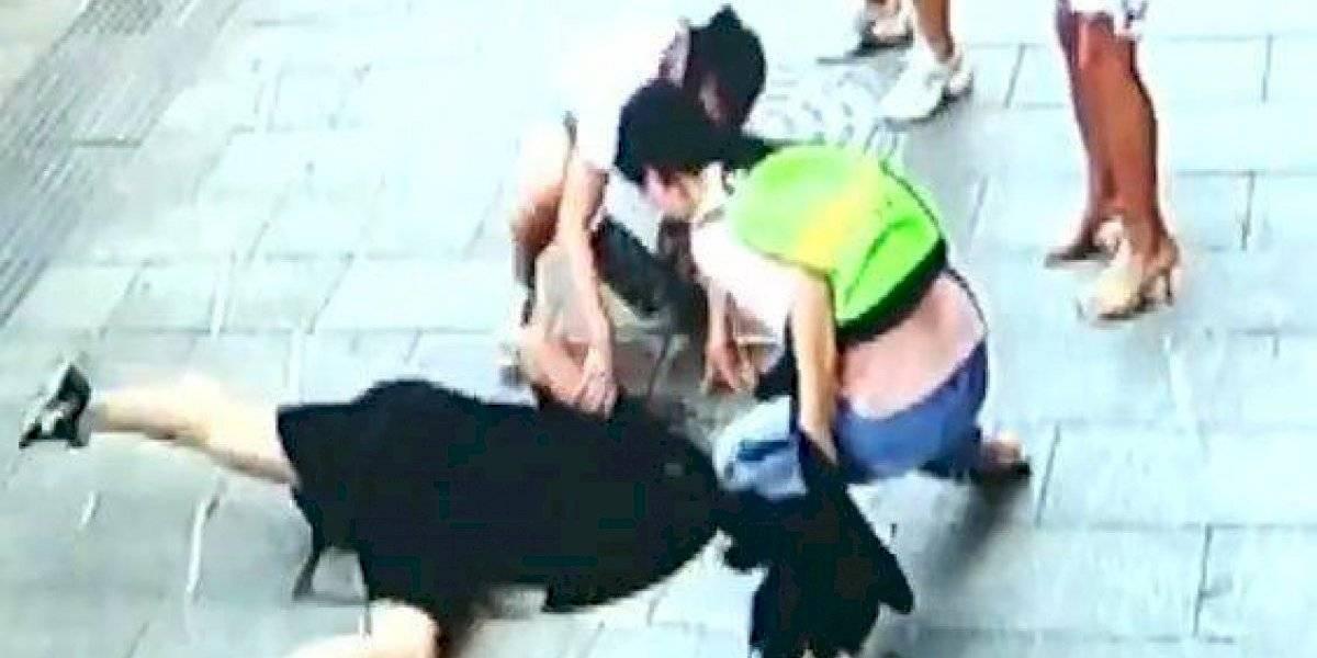 VÍDEO: câmeras de segurança captam o momento apavorante que criança cai em bueiro na Austrália
