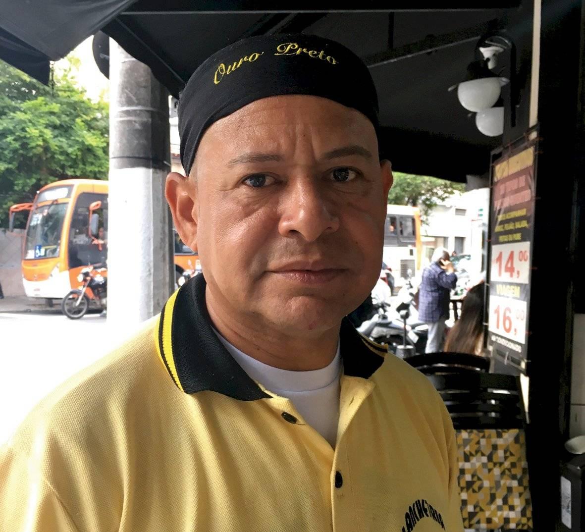 Francisco Elton da Silva Carvalho, 48 anos, garçom, não-fumante Letícia Tanaka/Metro