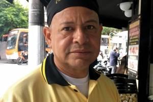 Francisco Elton da Silva Carvalho, 48 anos, garçom, não-fumante