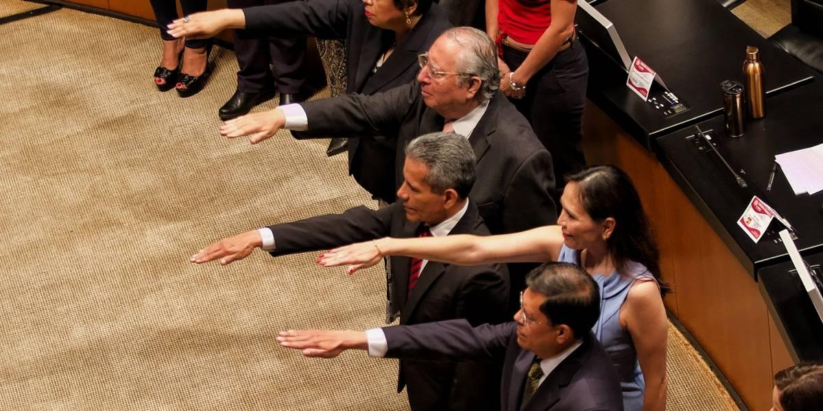 Permanente toma protesta a embajadores de México en el extranjero