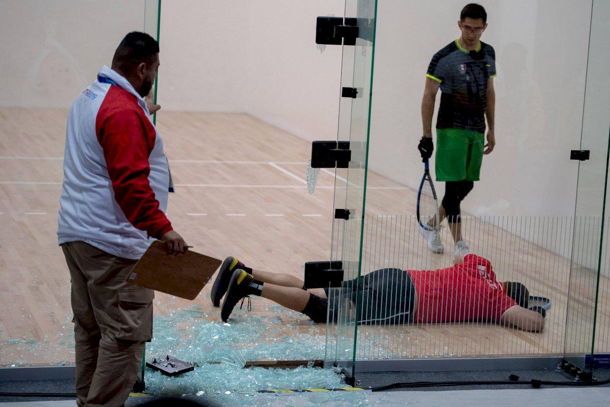 El mexicano terminó en el piso. / Mexsport