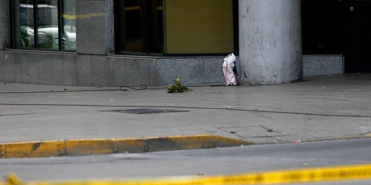 Un incidente oloroso: hombre pasa corriendo por afuera de comisaría y deja una bolsa con excremento en Valparaíso