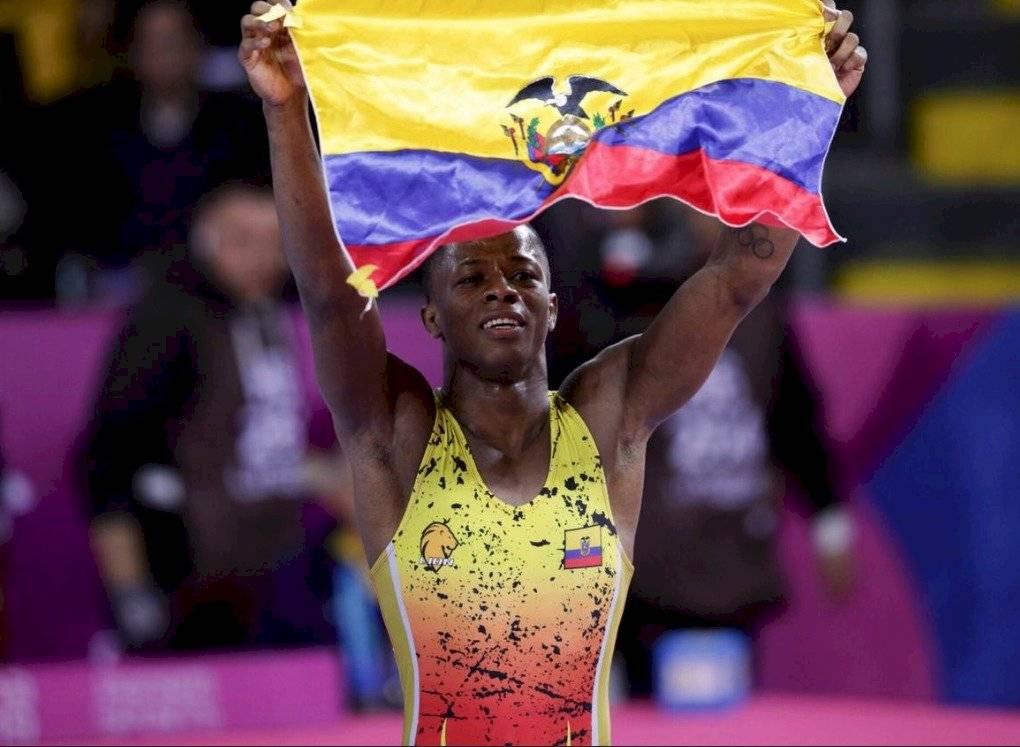 Andrés Montaño logró medalla de oro en lucha Twitter @DeporteEc