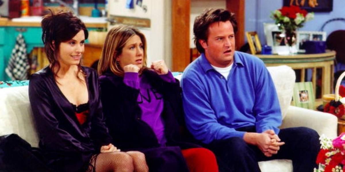 """""""Oh, ese era Chandler"""": Courteney Cox recrea a la perfección el tema de """"Friends"""" en un piano"""