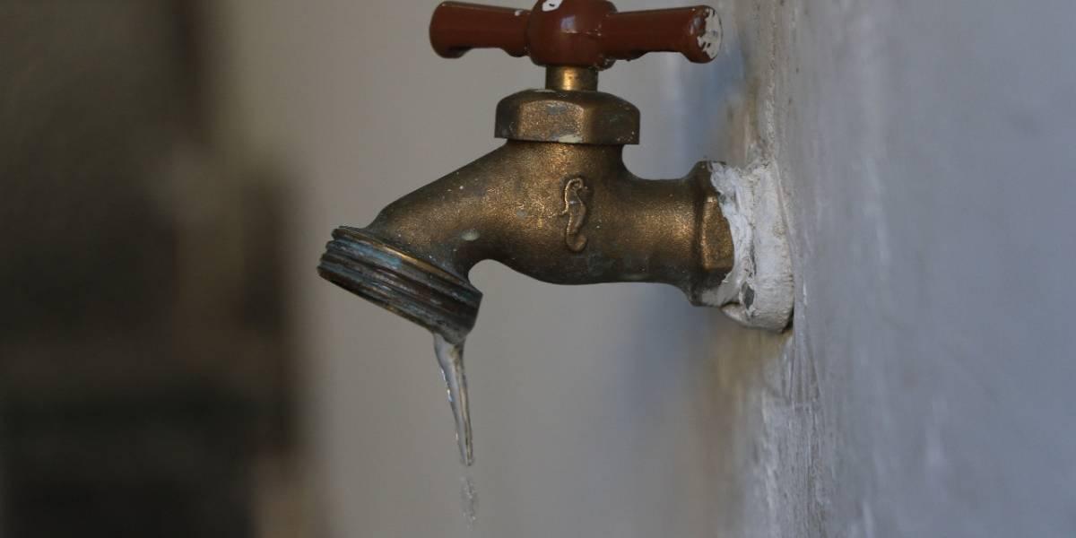 Miles de usuarios sin agua por fuga en ducto China-Monterrey