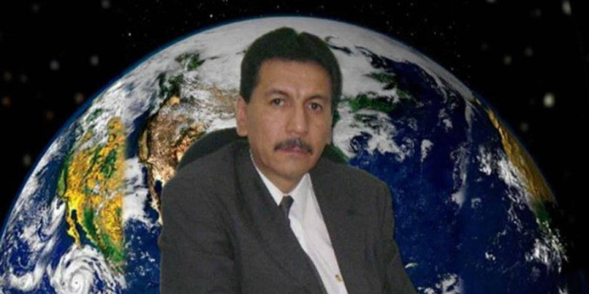 Pedro Mundo se retira de la FCPyS y alumnos lo despiden como a los grandes