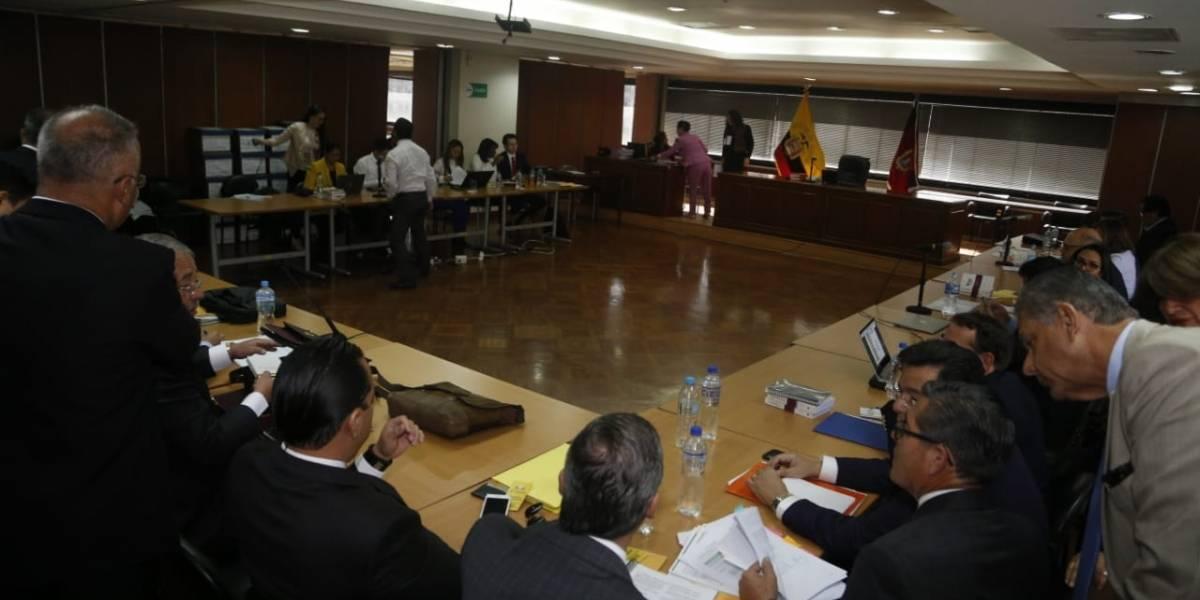 Sobornos: Fiscalía presentó como prueba un cheque por $6.000 a Rafael Correa