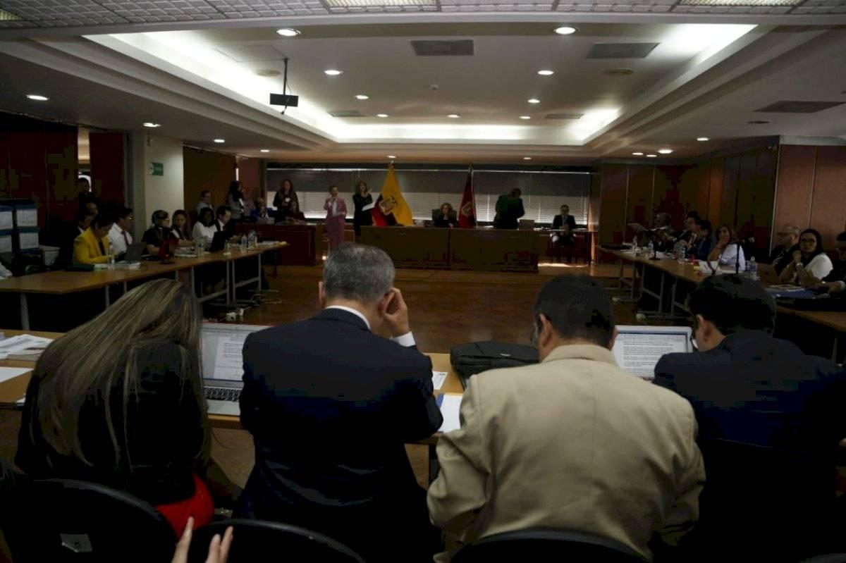 Sobornos: Fiscalía presentó como pruebas cheque por $6.000 a Rafael Correa API