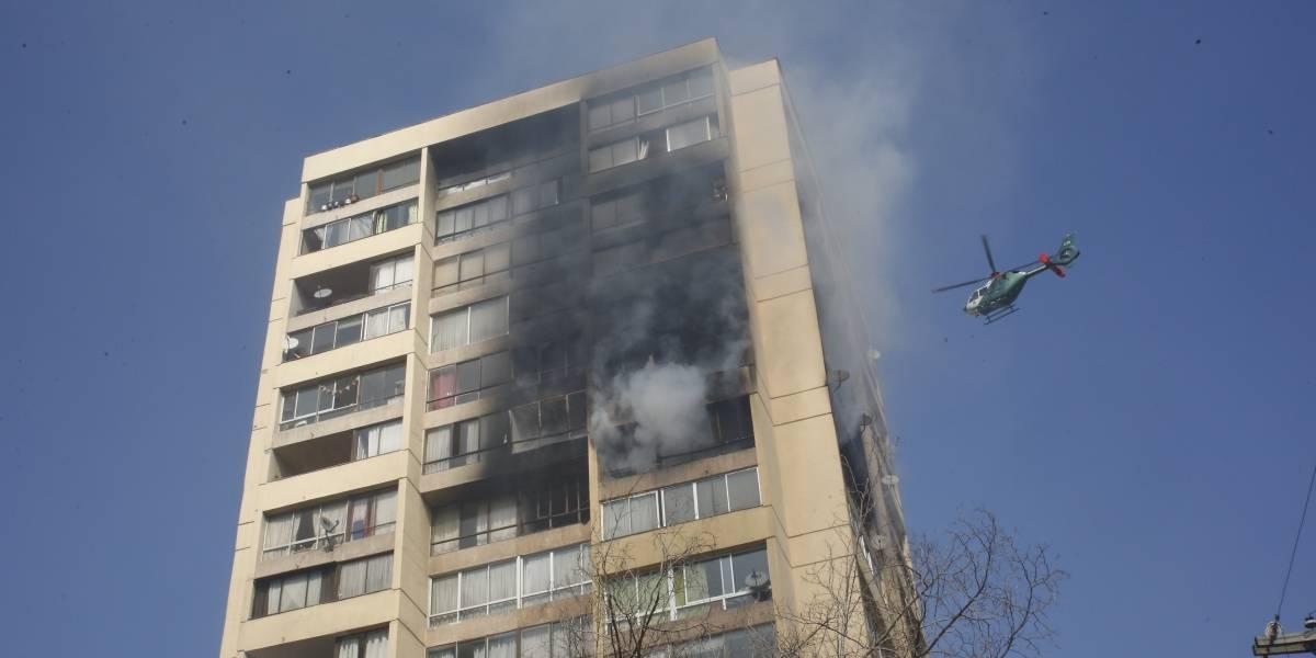 Balance del incendio en Recoleta: afectó a 8 departamentos de edificio de 19 pisos