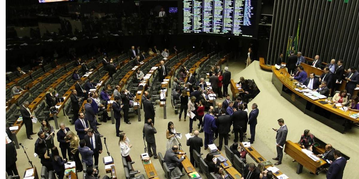 Câmara aprova prioridade do auxílio emergencial para mulheres chefes de família