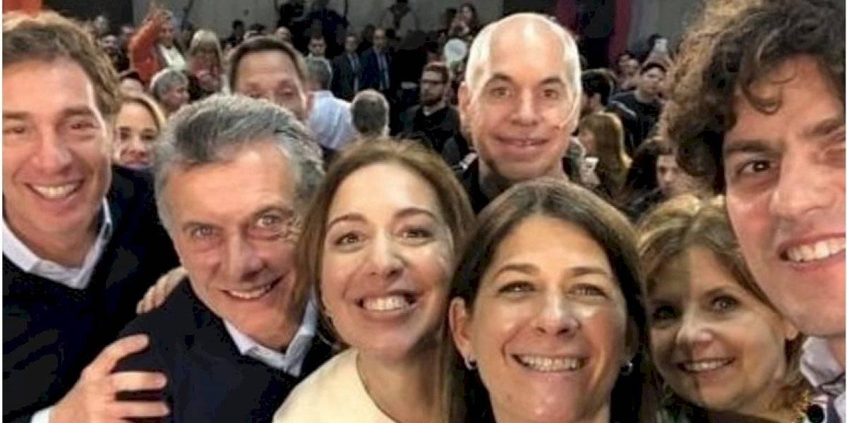 Escándalo y vergüenza causa selfie del presidente argentino Mauricio Macri que dejó afuera a su vicepresidenta en silla de ruedas