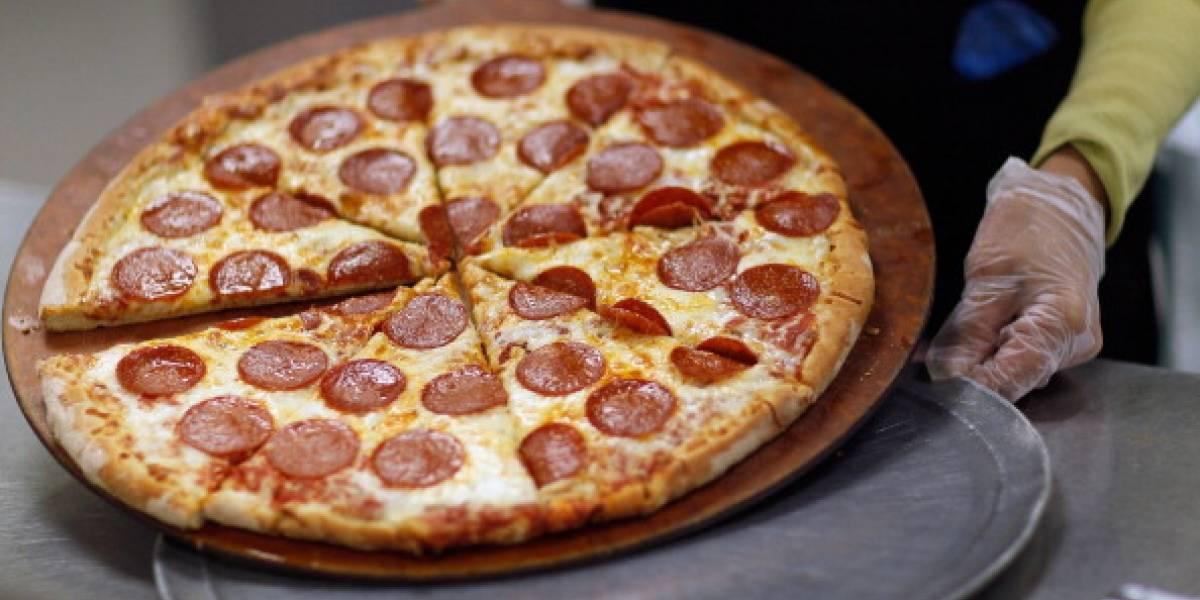 ¡Excelente servicio! Niño llamó a emergencia porque estaba hambriento y la policía llegó con una pizza