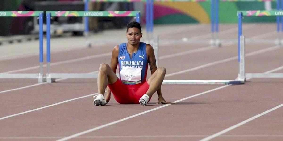 Dominicano rompe en llanto tras tropezar con obstáculo y dejar ir la medalla