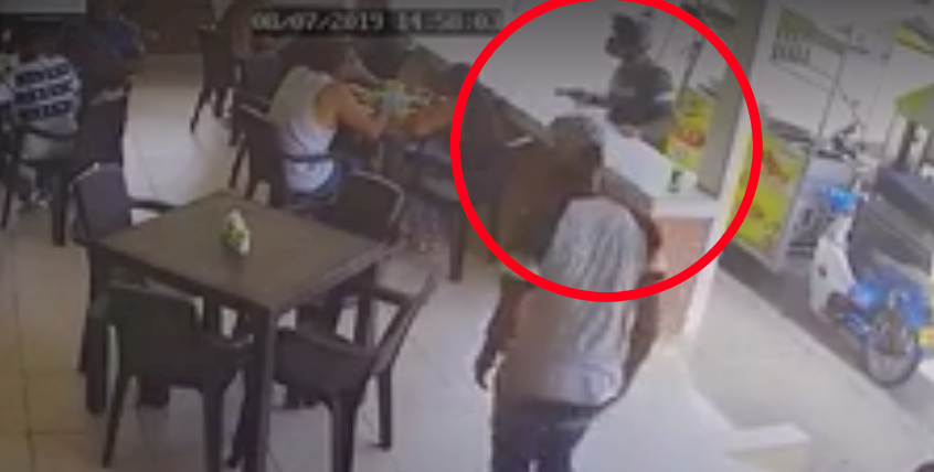 Ladrón se hizo pasar por cliente en un restaurante para luego sorprenderlos