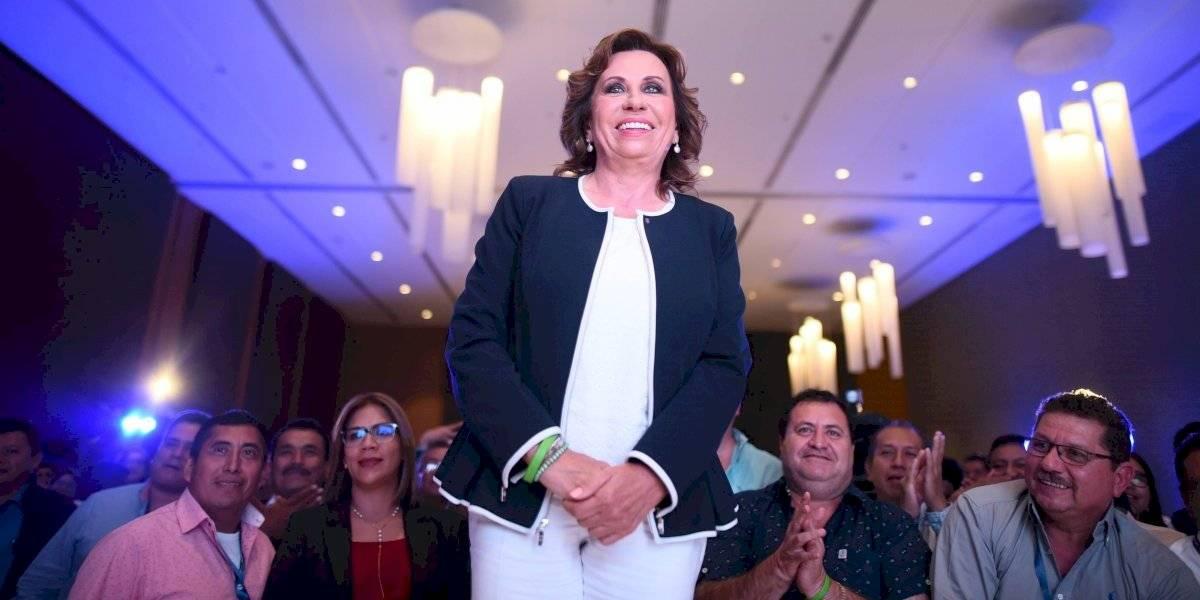 Piden expulsar a Sandra Torres de la UNE, anuncian diputados