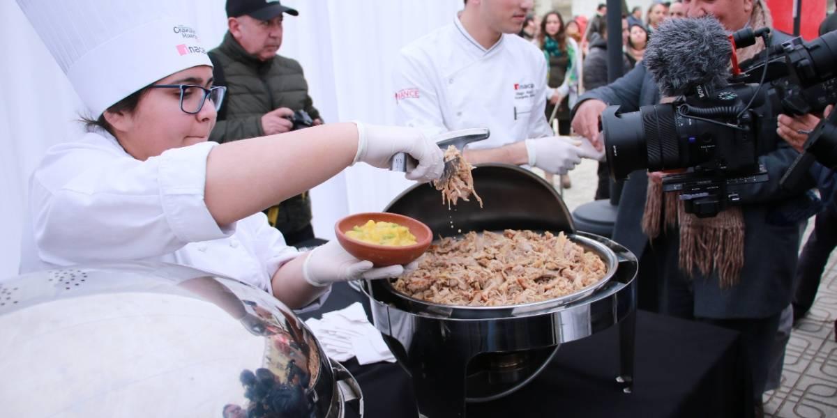 """Talca llena la mesa con jamón, chuletas y chorizos: 14 toneladas de carne de cerdo cocinará la """"Fiesta Costumbrista del Chancho Muerto"""""""