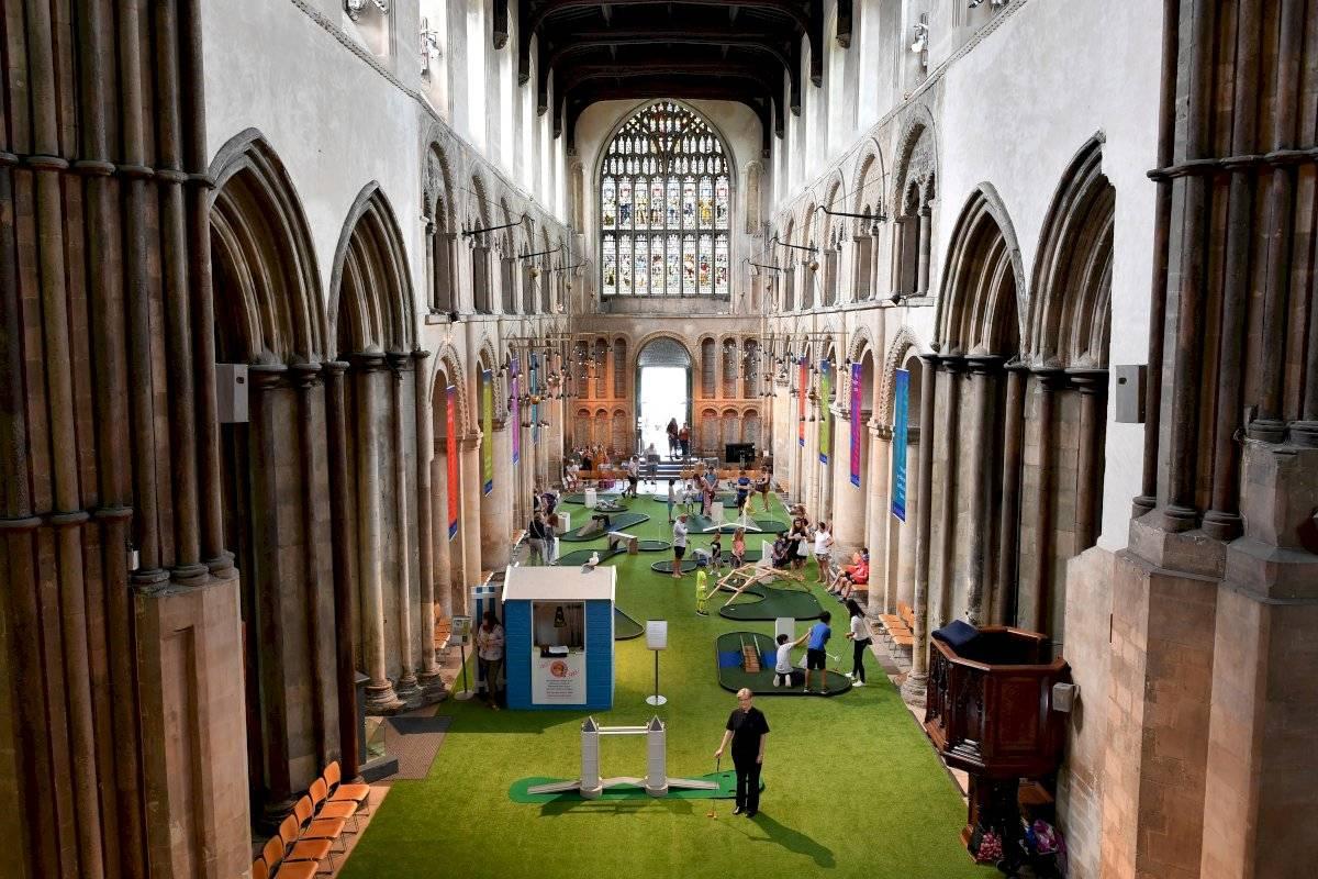minigolf en la catedral de Rochester