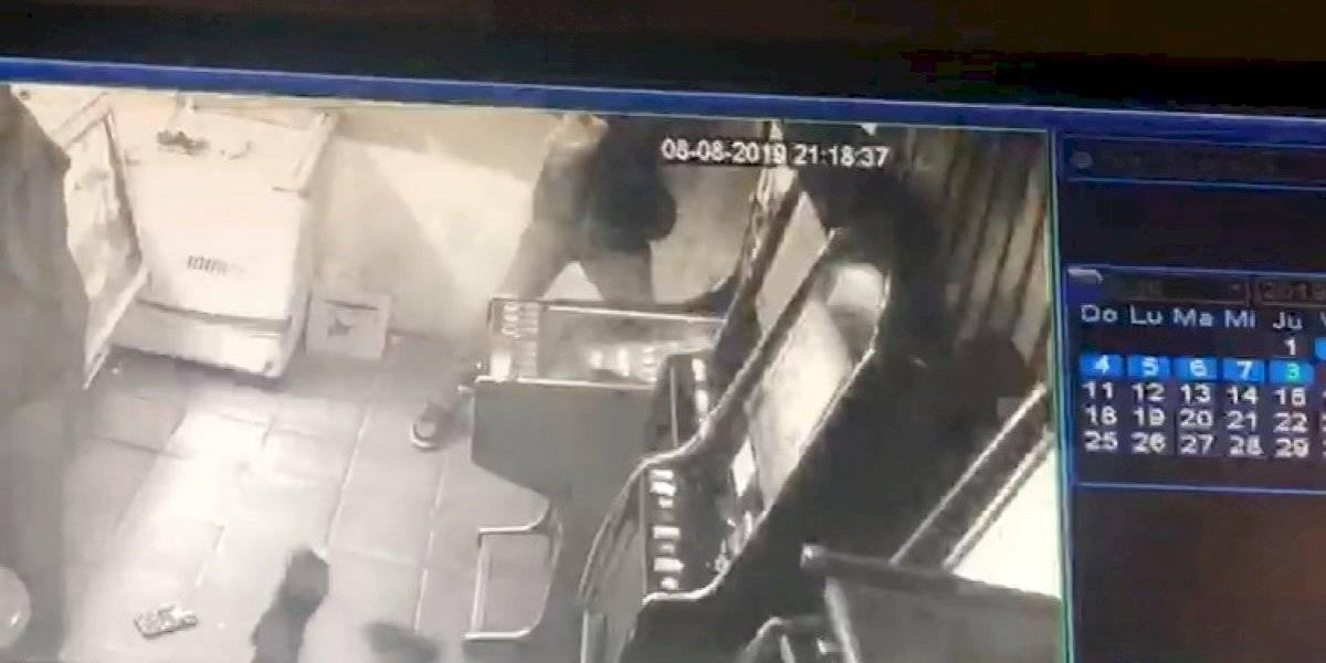 Video de seguridad capta momento exacto de brutal masacre al interior de local en Puente Alto