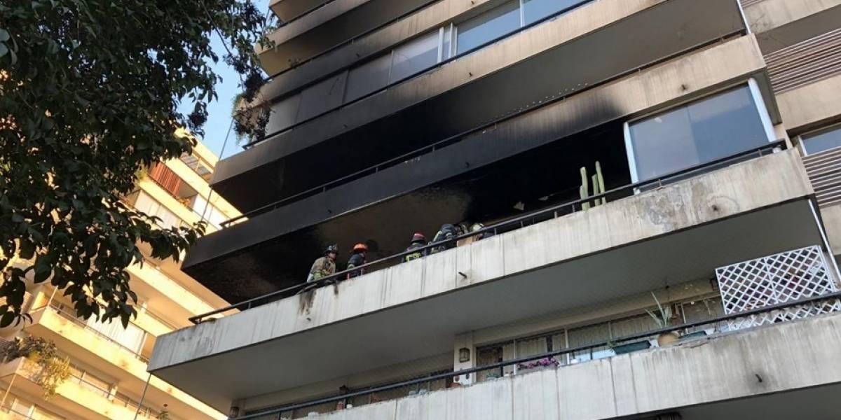 30 personas fueron evacuadas de un edificio en Las Condes a causa de un incendio