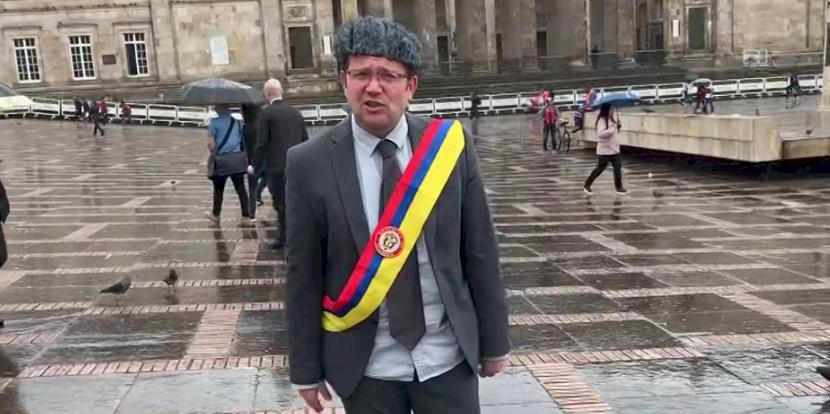 Daniel Samper recuerda la vez que Uribe dijo que Duque era el candidato a la vicepresidencia