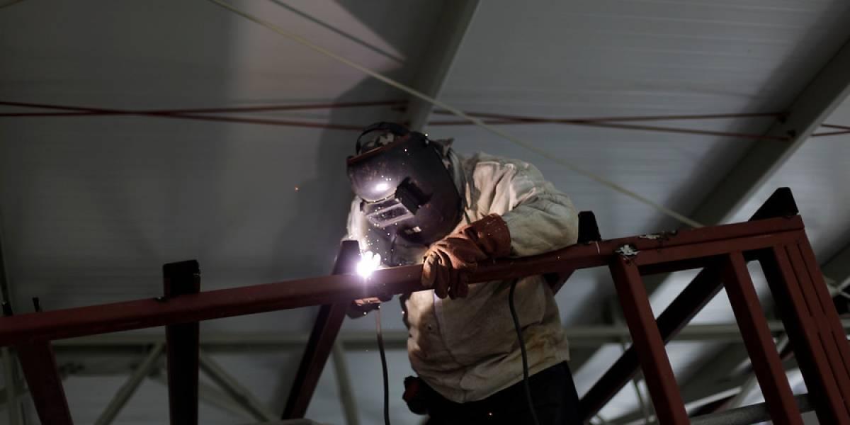 Jornada laboral: Gobierno y empresarios se enfrentan por la rebaja a 41 horas de trabajo semanales