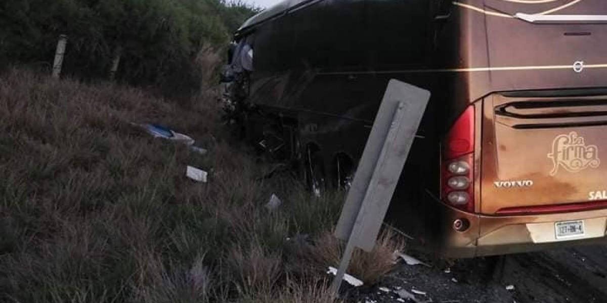 Grupo La Firma sufre accidente en carretera