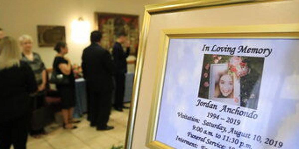 Lloran a las víctimas de matanzas en Dayton y El Paso