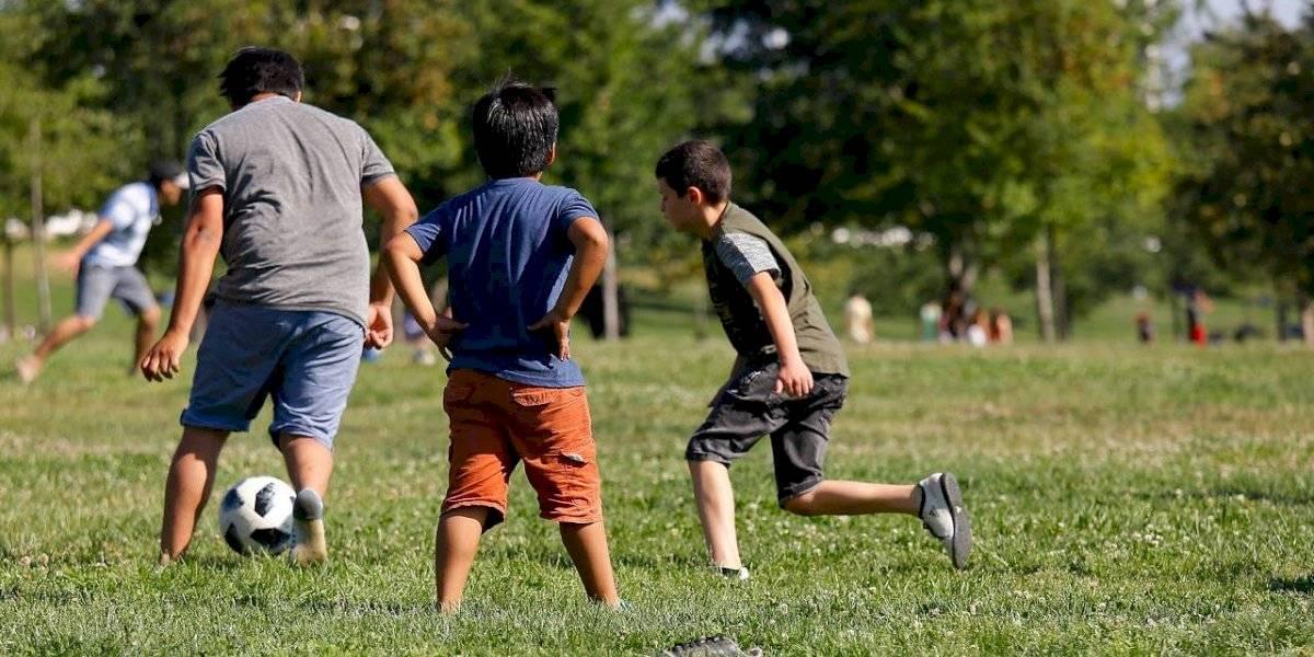 Que los niños salgan a jugar: llaman a evitar obesidad infantil y así prevenir enfermedades al corazón