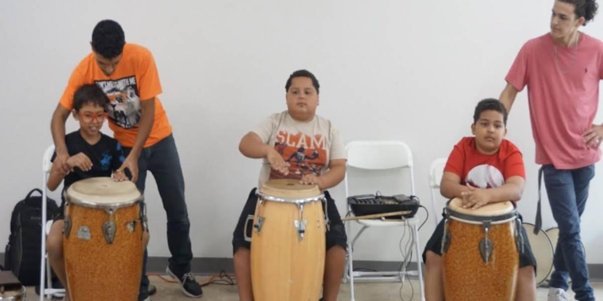 Niños de Puerta de Tierra se educan en percusión