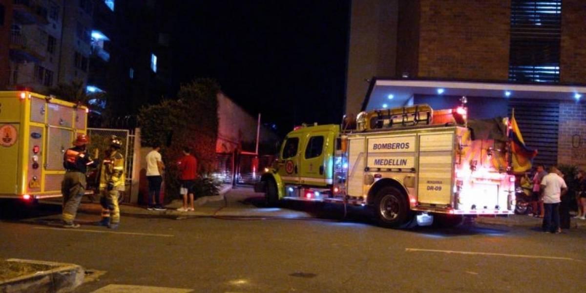 Carro cayó del tercer piso de un parqueadero y dejó dos muertos