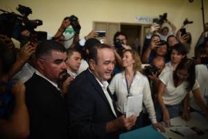 candidato Alejandro Giammattei vota en segunda vuelta