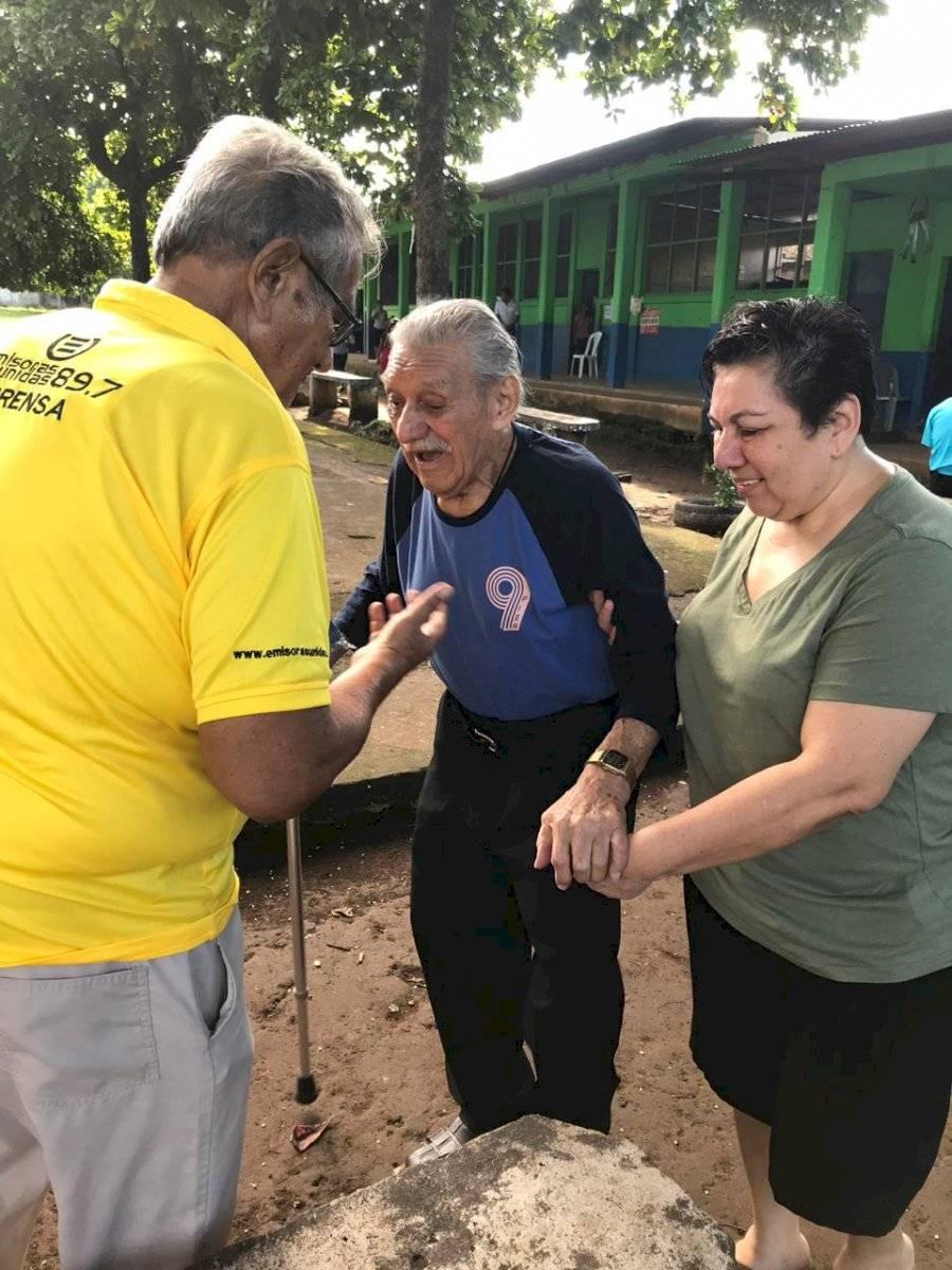 Anciano vota en Retalhuleu