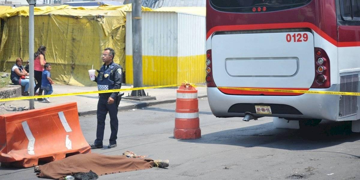 Presunto ladrón se salva de ser linchado y muere atropellado en Neza