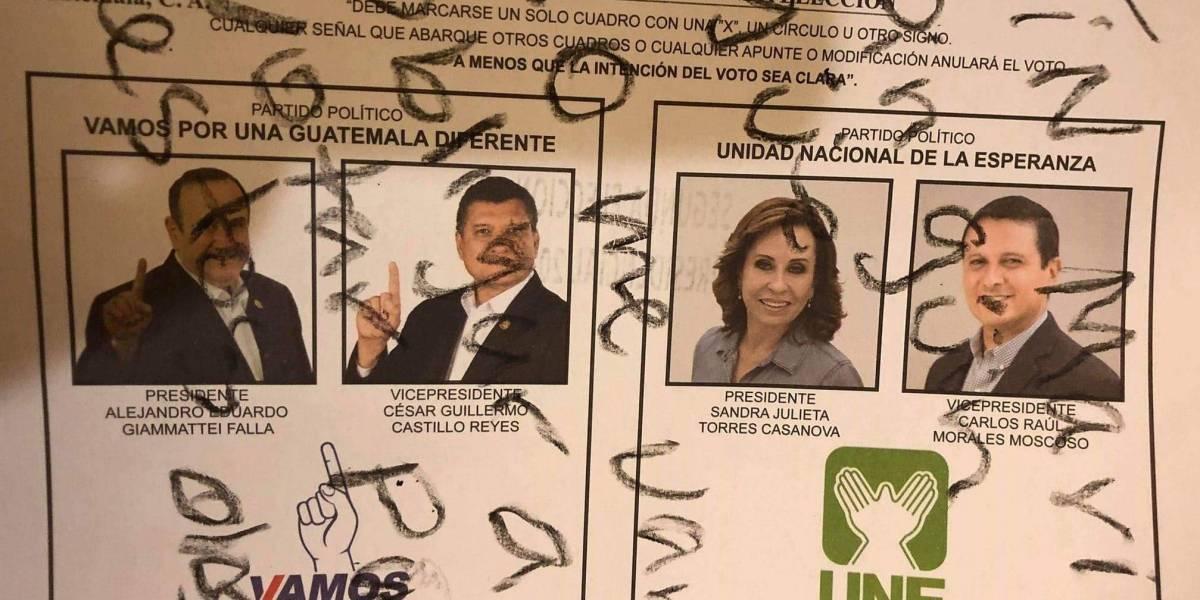 Ciudadano muestra inconformidad por la segunda vuelta electoral