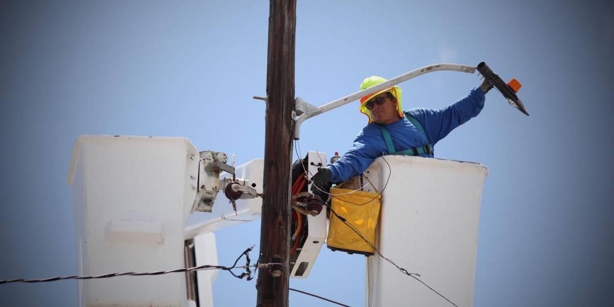 400 mil abonados siguen sin servicio eléctrico tras el paso de tormenta Isaías