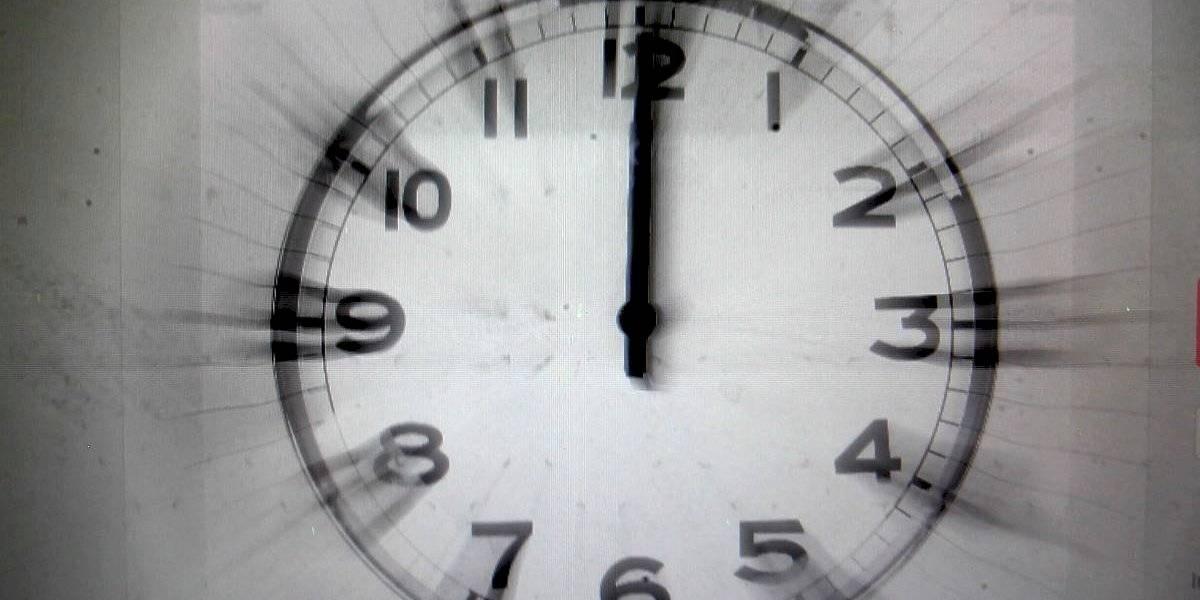 ¿Te despertaste antes, tienes sueño y todavía no sabes qué hora es? Miles de teléfonos móviles cambiaron automáticamente la hora