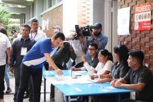 presidente Jimmy Morales vota en segunda vuelta electoral