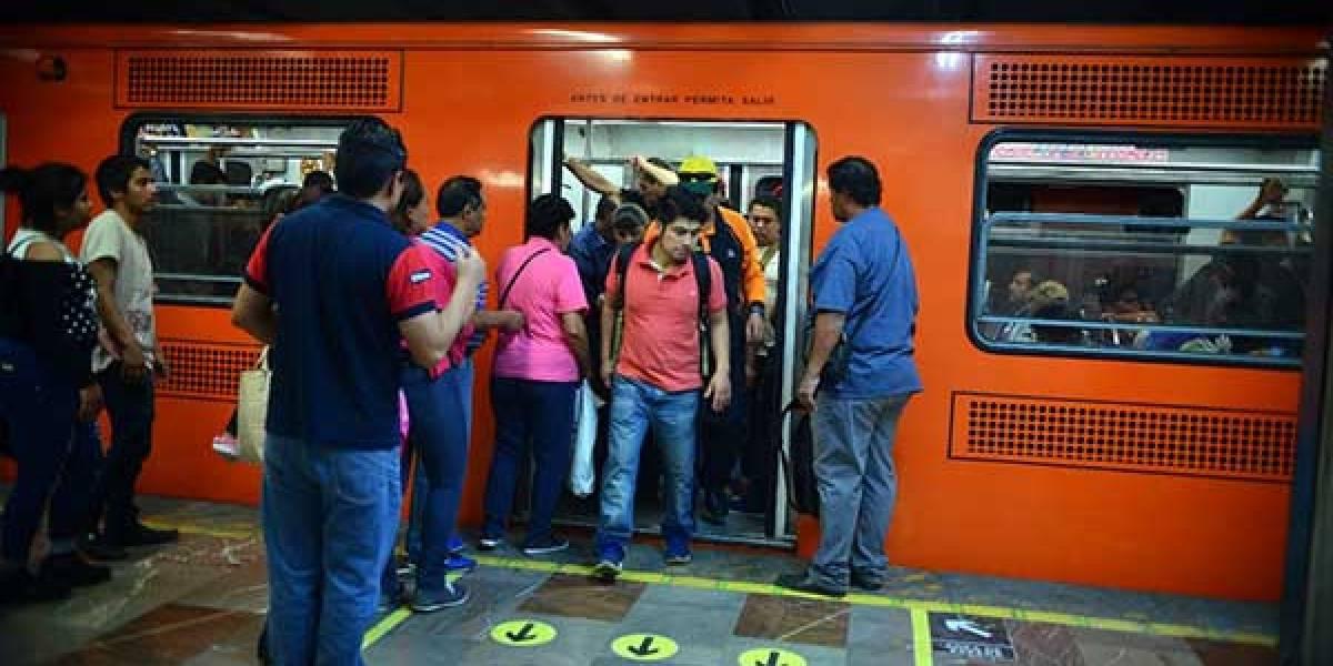 Beneficia a 75 mil usuarios ascenso y descenso ordenado en el Metro