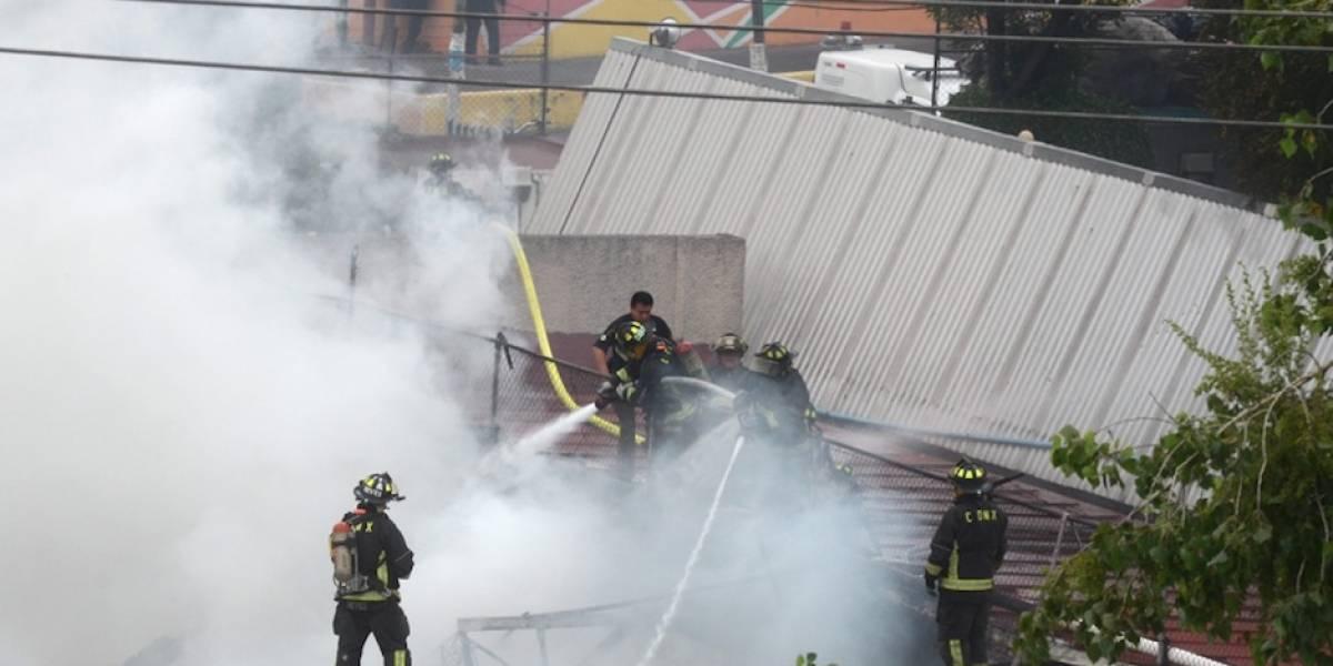 Incendio consume fábrica de muebles en Coyoacán