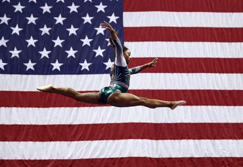Simone Biles hace movimiento nunca antes visto gimnasia