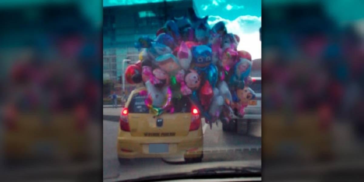 ¡Qué irresponsable! Llueven críticas a taxista por tapar el panorámico de su carro con globos