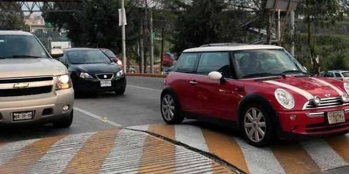 Esto es lo que le pasa a tu auto si te pasas los topes sin frenar