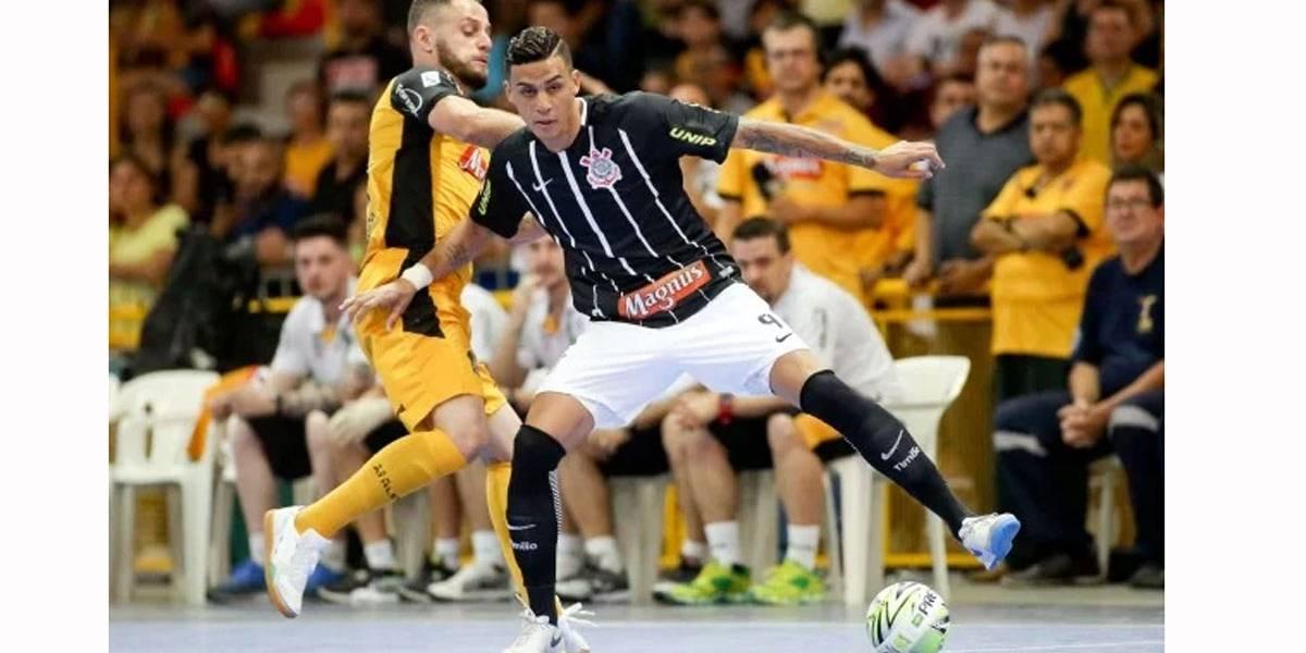 Jogador de futsal do Corinthians e da seleção, Douglas Nunes é assassinado