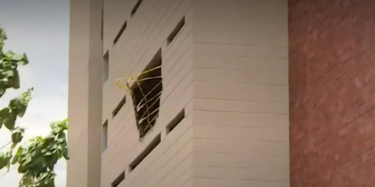 Dos muertos dejó caída de vehículo desde un tercer piso