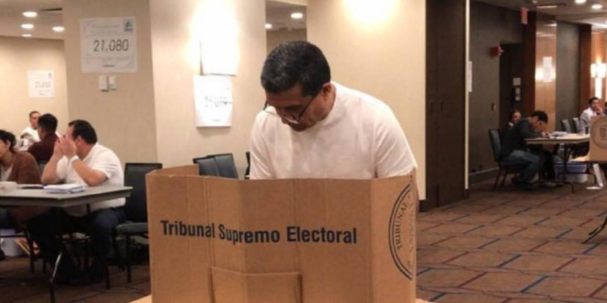 """""""No dejen que otros elijan por ustedes"""", señala uno de los primeros votantes en EE. UU."""