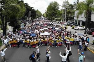 Luz del Mundo organiza caminata donde participan 120 mil personas
