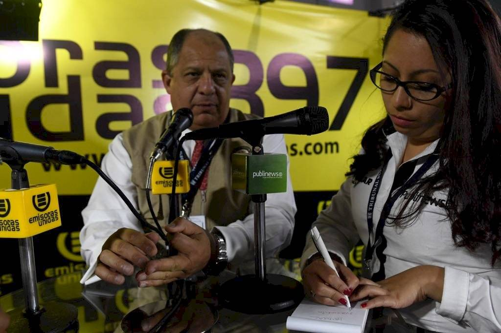 Luis Guillermo Solís - centro cómputo del TSE