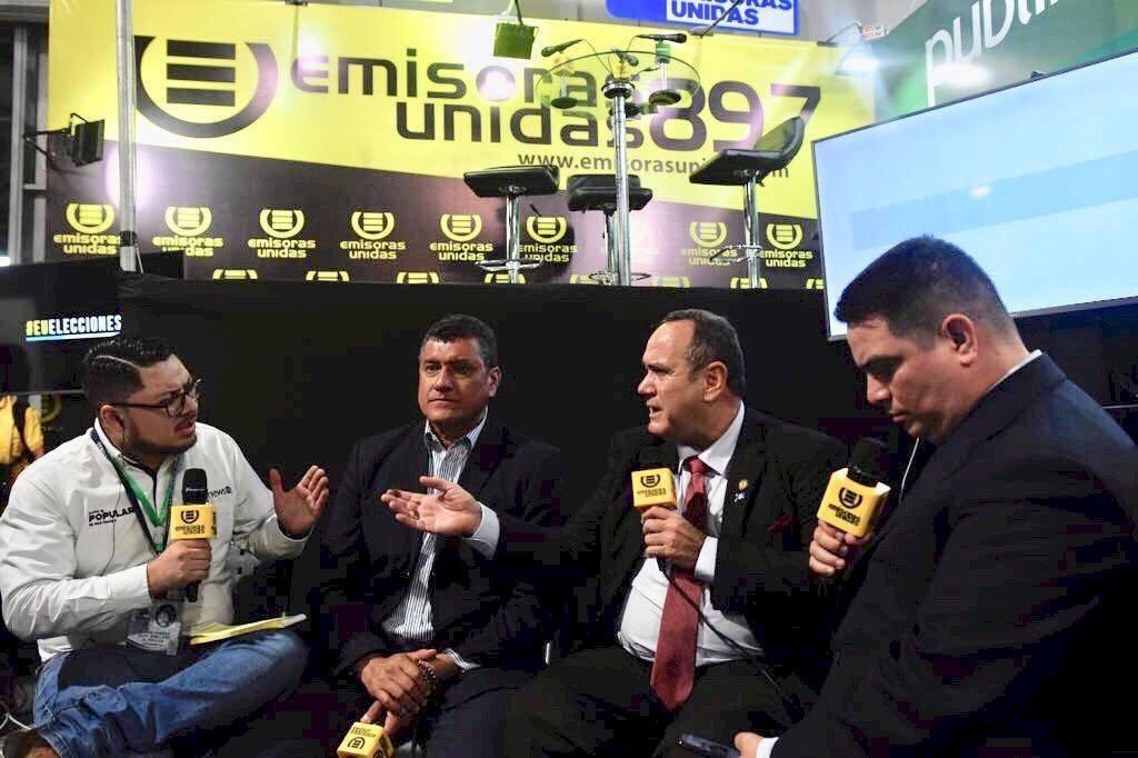 Alejandro Giammattei y Guillermo Castillo, presidente y vicepresidente electos, respectivamente, en entrevista con Publinews. Foto: Publinews